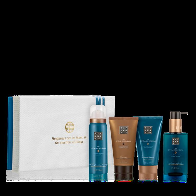 """<p>Deze prachtige gift set bevat een doucheschuim, zwarte zeep, shampoo en handzeep. Verwen jezelf met een van de oudste reinigingstradities, met deze zuiverende producten op basis van rozemarijn en eucalyptus. geef de verpakking van de gift set een tweede leven door er foto's, brieven of andere voorwerpen in te bewaren.</p><p><span class=""""price_excl""""><strong>€ 15,54</strong>incl. 10% korting</span><em><span class=""""price_incl"""">(€ 18,80incl. BTW)<br />Minimale afname: 10 stuks</span></em></p>"""