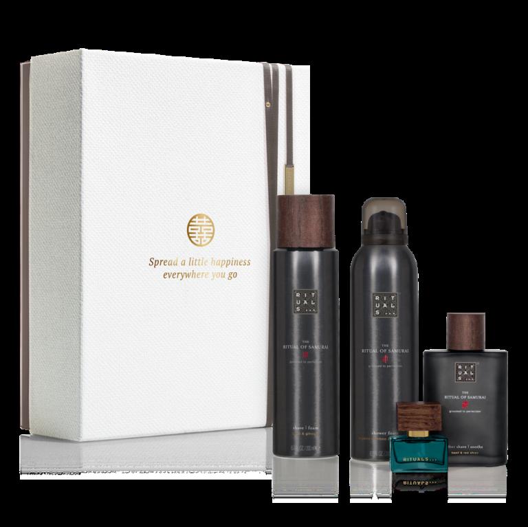 """<p>Deze prachtige gift set bevat een doucheschuim, scheergel, aftershave en eau de parfum. Met deze cadeauset begin je goed aan je dag – exclusief voor mannen. geef de verpakking van de gift set een tweede leven door er foto's, brieven of andere voorwerpen in te bewaren.</p><p><span class=""""price_excl""""><strong>€ 29,68</strong>incl. 10% korting</span><em><span class=""""price_incl"""">(€ 35,91 incl. BTW)<br />Minimale afname: 5 stuks</span></em></p>"""